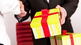 Kỷ luật Phó Chủ nhiệm UBKT Tỉnh ủy Quảng Trị nhận quà không đúng quy định