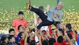 Marcello Lippi chia tay nghiệp cầm quân cấp CLB sau khi giúp Quảng Châu Evergrande thống trị châu Á. Hiện tại, ông đang dẫn dắt đội tuyển quốc gia Trung Quốc. Ảnh: Zimbio