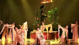 Tiết mục múa Ngẫu hứng tranh đông hồ của vũ đoàn Viva