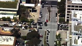 Cảnh sát phong tỏa hiện trường vụ nổ súng tại trụ sở YouTube ở TP San Bruno, California, Mỹ, ngày 3-4-2018. Ảnh: AP