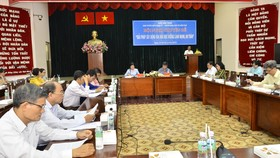 Các đại biểu trao đổi tại hội nghị