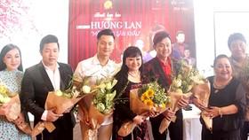 Ca sĩ Hương Lan và các nghệ sĩ sẽ tham gia live show của chị