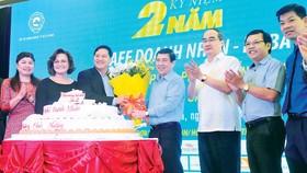 Bí thư Thành ủy TPHCM  Nguyễn Thiện Nhân chúc mừng  Cafe Doanh nhân kỷ niệm 2 năm  Ảnh: CAO THĂNG