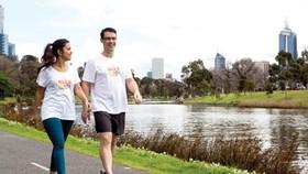 35 phút đi bộ nhẹ nhàng tránh đột qụy