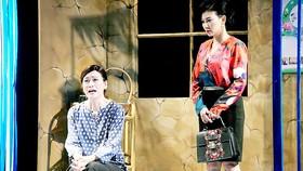 Một cảnh trong vở Những giấc mơ lóng lánh của sân khấu kịch 5B