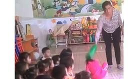 Phụ huynh tố cô giáo đánh con trai 3 tuổi bầm mắt