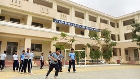 Các em học sinh tại xã Lý Nhơn, huyện Cần Giờ vui chơi trong giờ giải lao