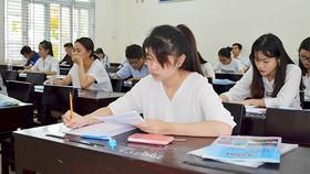 Nhiều trường công bố điểm sàn xét tuyển