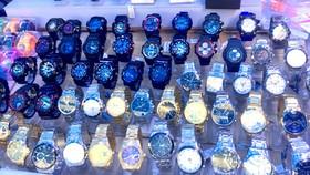 Đồng hồ nhái thương hiệu bán tràn lan