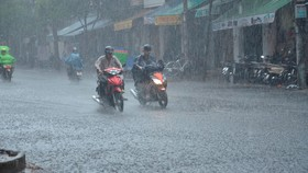 Bão số 9 sắp đổ bộ, Nhiệt điện Vĩnh Tân tạm dừng vận hành, từ chiều nay TPHCM sẽ mưa lớn