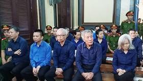 Bị cáo Trần Phương Bình và các đồng phạm tại tòa