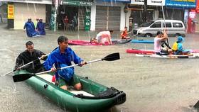 Mua lớn, nhiều tuyến đường trung tâm TP Đà Nẵng bị ngập nặng. Ảnh: NGUYÊN KHÔI