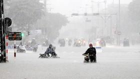Nhiều tuyến đường khu vực trung tâm TP Đà Nẵng ngập nước