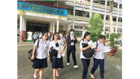 Thí sinh kết thúc các môn thi chuyên tại điểm thi chuyên Trường THPT Nguyễn Khuyến