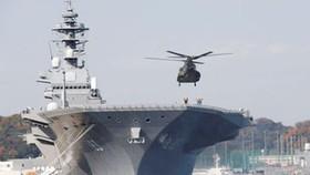 Tàu sân bay trực thăng Izumo tại căn cứ Yokosuka. Ảnh: REUTERS