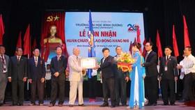 Trường Đại học Bình Dương đón nhận  Huân chương Lao động hạng nhì