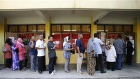 Cử tri Malaysia đi bầu cử sớm