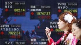 TTCK Nhật Bản vươn lên vị trí thứ hai. Ảnh minh họa: REUTERS