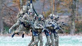 Lực lượng đặc nhiệm Bỉ trong một cuộc tập trận chung với các nước châu Âu do Cơ quan Quốc phòng châu Âu tổ chức. Ảnh: Reuters