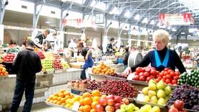 Một quầy bán rau quả tại chợ Dorogomilovsky của Nga