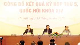 Chiều 15-6, tại Nhà Quốc hội diễn ra buổi họp báo công bố kết quả Kỳ họp thứ 5, Quốc hội hội khóa XIV. Tổng Thư ký, Chủ nhiệm Văn phòng Quốc hộiNguyễn Hạnh Phúcchủ trì buổi họp báo.