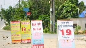 Quảng cáo đất nền trên đường Nguyễn Xiển (quận 9, TPHCM) vào thời điểm sốt đất cách đây hơn 2 tháng