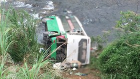 Lật xe tại Lào, 6 người thương vong