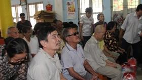 Gần 300 phần quà đến tay người dân nghèo Đồng Tháp