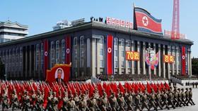 Xe hoa mang chân dung người sáng lập CHDCND Triều Tiên Kim Nhật Thành. REUTERS