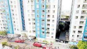 Vụ cháy tại chung cư Carina ở TPHCM gây thiệt hại nghiêm trọng về người và của. Ảnh: HOÀNG HÙNG