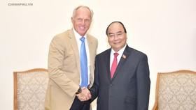 Thủ tướng Nguyễn Xuân Phúc tiếp ông Greg Norman, Đại sứ du lịch Việt Nam. Ảnh: VGP