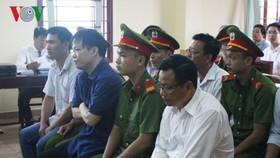 Nguyễn Huỳnh Đạt Nhân và các bị cáo trong phiên tòa đầu tháng 8 vừa qua. Ảnh: VOV