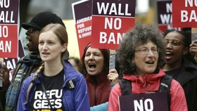 Protesters rallied outside the 9th US Circuit Court of Appeal as it prepared to hear arguments on President Donald Trump's revised travel ban. —AFP/VNA