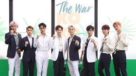 "K-pop boy band EXO poses for the camera during a publicity event for its fourth album, ""The War,"" at Grand Walkerhill hotel in Seoul on July 18, 2017. (Yonhap)"