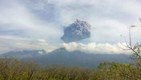 Agung volcano eruption reduces tourists to Bali