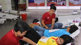 Volunteers join the blood donation activity in the 10th Spring Volunteer Campaign in HCM City (Photo: VNA)