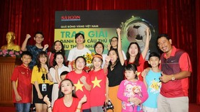 Striker Nguyen Cong Phuong meets football fans in HCMC