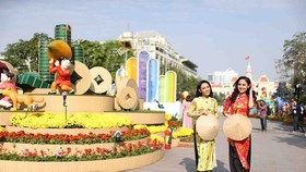 Nguyen Hue Flower Street opens tonight