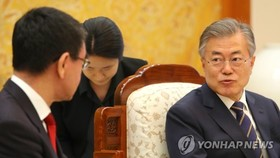 South Korean President Moon Jae-in (R) speaks during a meeting with Japanese Foreign Minister Taro Kono at his office Cheong Wa Dae in Seoul on April 11, 2018. (Yonhap)