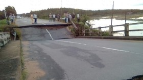 Bridge collapses, disrupts Binh Thuan-Dong Nai traffic