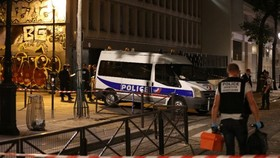 7 wounded including 2 British tourists in Paris knife attack