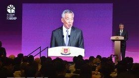 Singaporean Prime Minister Lee Hsien Loong addresses  the ASEAN Business and Investment Summit 2018. (Photo: AFP/VNA)
