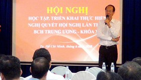 Phó Bí thư Thường trực Đảng ủy Tổng công ty Cấp nước Sài Gòn Dương Hồng Đệ quán triệt, triển khai Nghị quyết Trung ương 7