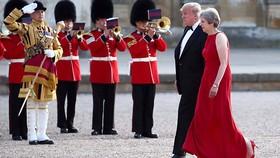Thủ tướng Anh Theresa May đón tiếp Tổng thống Mỹ Donald Trump ngày 12-7