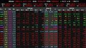 VN-Index mất gần 17 điểm, USD tự do vượt 23.600 đồng/USD