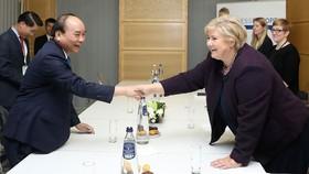 Thủ tướng Nguyễn Xuân Phúc gặp song phương Thủ tướng Na Uy, Erna Solberg bên lề ASEM 12. Ảnh: Thống Nhất - TTXVN