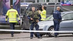 Cảnh sát Phần Lan điều tra tại hiện trường vụ tấn công bằng dao tại Turku. Ảnh: TTXVN
