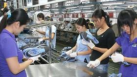 Nỗi lo công xưởng giày dép thế giới