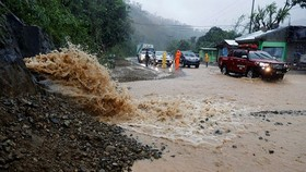 Bão Mangkhut suy yếu thành áp thấp nhiệt đới