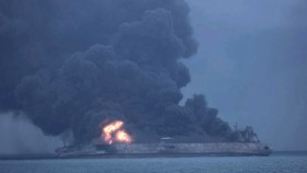 Giới chức Hàn Quốc nhận định vụ nổ xảy ra ngay bên trong tàu hộ vệ. Ảnh: Yonhap